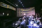 (왼쪽부터)7SIX9 아시아 황윤하 대표가 7SIX9 제리 그린버그 회장과 홀로그램을 통해 대화하고 있다