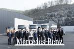 (왼쪽부터)충남 아산시에 위치한 '메르세데스-벤츠 트럭 스타 센터(Mercedes-Benz Truck Star Center)' 오픈식에 참석한 다임러 트럭 코리아(주) 이원장 상무, 서광산업(유) 정진욱 부사장, 주한유럽상공회의소 김보선 부대표, 유지원 아산시 기획경제국장, 김석오 천안세관장, 한독상공회의소 바바라 촐만(Barbara Zollmann) 대표, 서광산업(유) 나봉안 회장, 메르세데스-벤츠 트럭 유럽 및 해외 시장 세일즈 볼프강 타이슨(Wolfgang Theissen) 총괄, 다임러 트럭 코리아(주) 조규상 대표이사, 주한독일대사관 베어트 뵈르너(Weert Börner) 부대사, 한국수입자동차협회 윤대성 부회장, (유)서광산업아산 나승엽 대표이사, 다임러 트럭 코리아(주) 신동우 전무, 다임러 트럭 코리아(주) 최정식 상무가 테이프커팅 전에 기념 촬영을 하고 있다