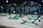 Uniqson Analytics International CEO 스테판 화이트가 수상한 2019년 우수 빅 데이터 상 트로피