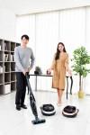 삼성전자가 한국형 주거 환경에 최적화된 로봇청소기 파워봇과 핸디 겸용 스틱 청소기 파워스틱 신제품을 출시했다