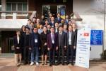 베트남 도로포장 기술수준 향상을 위한 국내 초청연수 관계자들이 기념촬영을 하고 있다