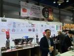 2019 커피엑스포에서 IBS 이용준 차장이 이탈리안 에스프레소 커피를 설명하고 있다