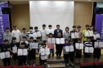 2019 강동구 청소년 Re:Festa의 수상자들이 기념 촬영을 하고 있다