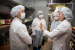 왼쪽부터 두 번째 대전지방식품의약품안전청 김나경 청장이 국립중앙청소년수련원을 청소년수련시설 집단급식소 현장점검을 위하여 방문하였다
