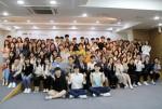 한국지역아동센터연합회는 서울 사회복지공동모금회 및 현대백화점그룹과 함께 대학생 봉사자 94명에게 장학금을 전달하였다. 사진 제공, 서울 사회복지공동모금회