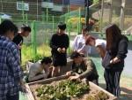 송파청소년수련관 대안학교 한들 학생들이 외부 활동을 하고 있다