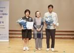 제21회 전국 초, 중, 고등학생 백일장 보건복지부장관 단체상 수상학교 대표자들이 기념사진을 찍고 있다