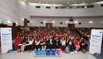 한국여성과학기술인지원센터가 개최하는 2019 WOMEN 서울 행사 참가자들이 기념촬영을 하고 있다