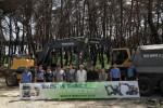 볼보건설기계와 볼보트럭은 강원도 산불 피해지역 복구를 지원한다