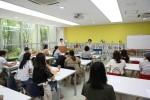 ABA부모대학 강의실에서 수강생들이 교육 내용에 집중하고 있다