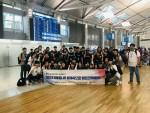시흥꿈나무 세계속으로! 해외견학체험단 역사탐방 청소년 및 참여자들이 단체 기념사진 촬영을 찍고 있다