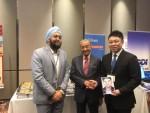 사진 좌에서 우로: 니폰 플랫폼 말레이시아 지사 대표 타민더 쿠크레이자, 마하니티르 모하메드 말레이시아 총리, 니폰 플랫폼 CEO 다카기 준