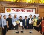 하나로팜이 지난 달 베트남에서 디앤피, 에듀넷과 스마트시티 도시농업 시스템 공급에 대한 MOU를 체결한 뒤 기념촬영을 하고 있다