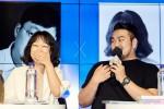 왼쪽부터 김세희 작가와 박상영 작가가 독자들의 질문에 대답하고 있다