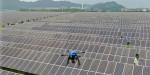 FLIR Duo Pro R 모듈을 장착한 드론이 한국남동발전 삼천포발전본부 제1회처리장 태양광 발전소 시설물 검사를 위해 비행하고 있다