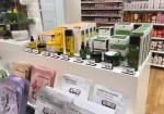 아미코스메틱의 자연주의 브랜드 퓨어힐스가 스위스 백화점 쿱 시티에 론칭했다