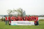 신세계센트럴시티 임직원들이 반포한강공원 서래섬 로맨틱가든 조성활동 기념촬영을 하고 있다