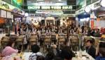 문산자유시장 상인동아리 DMZ난타가 시장 내 철마쉼터 광장에서 공연을 펼치고 있다