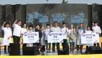 영암군이 주최·주관한 마마무 무화과 레시피 공모전 요리대회 수상자들이 단체 기념사진을 찍고 있다