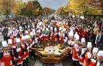 The 2019 Jeonju Bibimbap Festival, a fiesta of traditional Korean taste and charm,  will be held around Jeonju from October 9 to 12.In an eye-catching signature ceremony of Jeonju Bibimbap Festival, a large amount of rice and other ingredients will be mixed in a jumbo bowl to make Bibimbap for about 5,000 servings at a time.
