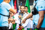 2019 리복 CrossFit Games의 개막식에서 아프가니스탄 국가대표 사미 살람 푸르가 경기장에 나서기 전 미소를 짓고 있다