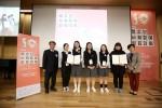 민주화운동기념사업회와 연세대학교가 공동으로 주최한 제10회청소년사회참여발표대회에서 대상팀인 경남 충렬여자고등학교 Oyster 팀이 기념 사진을 촬영하고 있다