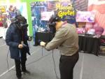 지스타에 참가한 에이디엠아이의 '헨젤과 그레텔' 콘텐츠를 체험하고 있는 VR관련 해외바이어들