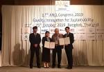 건국대 정승혜·박기민 학생이 ANQ 국제학회 최우수 논문상을 수상하고 기념촬영을 하고 있다
