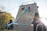 국립중앙청소년수련원 보호관찰청소년캠프 참가 청소년들이 인공암벽프로그램을 하고 있다