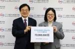 한국면세점협회가 대한사회복지회에 후원금 7000만원을 전달했다. 왼쪽부터 윤점식 대한사회복지회 회장, 백경화 대한사회복지회 나눔사업부 과장
