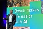 보쉬 이사회 멤버 미하엘 볼레(Michael Bolle)가 CES 2020 보쉬 미디어 컨퍼런스에서 발표하고 있다. 보쉬는 AI와 IoT를 통해 삶을 최대한 편리하고 더욱 안전하게 만드는 데 기여하고 있다. '  유익한 AI. 함께 구축하는 신뢰(BeneficialAI. Building Trust Together)'라는 슬로건은 보쉬가 제공하고자 하는 기술 및 서비스에 대한 접근을 말해주고 있다. 보쉬는 올해 CES에서 스마트 제품의 생산을 위한 안전하고 우수한 AI에 초점을 맞추고 있다. 그 중 하나가 AI 기반의디지털 차량용 썬 바이저(sun visor)이다. 이 제품은 보쉬의자동차 3D 디스플레이와 함께 CES 혁신상(CES® Innovation Award)을 수상하였다