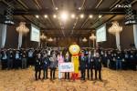 신일의 임직원과 홍보모델 한고은, 공식 캐릭터 웨디가 '2020 신년회 및 정책 설명회' 현장에서 기념촬영을 하고 있다