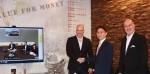 왼쪽부터 Moshe Selfin CTO and COO of Credorax, 임종칠 삼성SDS 유럽법인장(상무), Igal Rotem CEO of Credorax가 블록체인 및 RPA솔루션 기반 지급결제 플랫폼 사업 협력을 위한 협약을 체결하고 기념촬영을 하고 있다