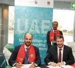 Abu Dhabi Ports 최고기업권한책임자 막툼 알 후카니, 로버트 앨런 사장 겸 CEO 마이크 피츠패트릭이 인프라 개발, 의회 의원 겸 육상 및 해상 연방교통국장 압둘라 벨하이프 알 누아이미 박사의 참관 하에 런던에서 열린 International Maritime Organization 회담에서 양해각서에 서명했다