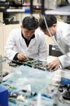 연구원들이 양자암호통신을 연구하고 있다