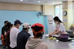 삼전종합사회복지관 '다독(多督)이다' 활동에서 요리 시연이 이뤄지고 있다