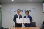 왼쪽부터 대상테크롤 박영선 대표이사와 에스디랩코리아 김창주 대표가 사업 협력 계약을 체결하고 기념 촬영을 하고 있다