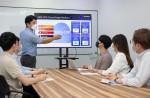 삼성전자 임직원이 국내 팹리스 업체 가온칩스 직원들을 대상으로 통합 클라우드 설계 플랫폼 사용자 교육을 진행하고 있다
