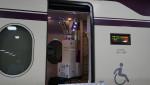 유버가 SRT 수서역 및 기차 내 객실에 원격 살균이 가능한 최첨단 자외선(UV) LED 살균로봇 3종을 공급했다