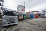 현대자동차 엑시언트 수소전기트럭 7대가 고객인도 전달식을 위해 스위스 루체른 교통박물관 앞에 서 있다