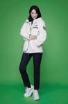 1082만개의 페트병을 재활용한 '에코 플리스 컬렉션'의 대표 제품 '세이브 디 어스 플리스 후드 재킷'을 착용한 노스페이스 홍보대사 신민아