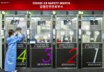 H PLUS Yangji Hospital's Walk-Thru 3.0 further increases patient safety and convenience as the booth size became larger in width and length (900mm) than the 2.0 version (700mm) so as to minimize the risk of secondary infection inside the booth.