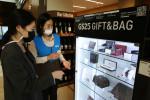 GS25가 업계 최초로 명품 상시 판매를 시작한다