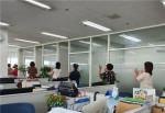K-TOP자산관리 직원들이 밸런스워킹PT 운동으로 건강 실천을 하고 있다