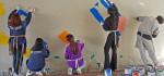 건국대 동아리 다솜모아 학생들이 중랑천 토끼굴 벽화그리기 봉사 활동을 진행하고 있다