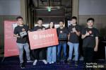 '앱웍스(AppWorks) 2020' 배치 20에 선정된 이후 스테이커 대표 윌슨 후앙(Wilson Huang, 왼쪽에서 두 번째)가 팀원들과 기념 촬영을 하고 있다