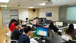SIAT 프로그램 참가자들이 소프트웨어 교육을 받고 있다