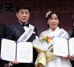 트로트 가수 김설과 현준이 '2021 대한민국 모델 퀸(킹) 코리아 어워즈, 패션쇼' 본선 무대에서 진, 선을 수상했다