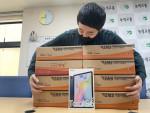 녹색교통운동 장학생 아이들에게 지원한 태블릿 PC