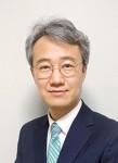 한국유통학회에서 유통연구 최우수논문상을 수상한 건국대 박진용 교수